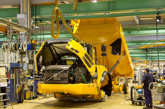 Produktion av anläggningsmaskin i Braås.